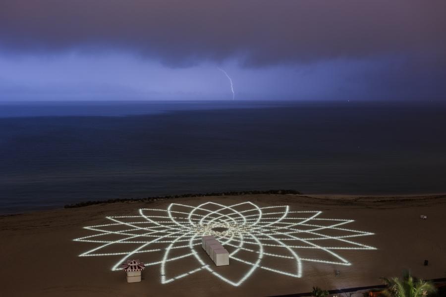 http://www.jimdenevan.com/files/gimgs/th-29_Day-4-Lightning-001_v2.jpg